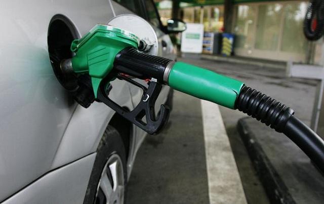 Ουρές για τζάμπα βενζίνη σε πρατήριο της Τρίπολης