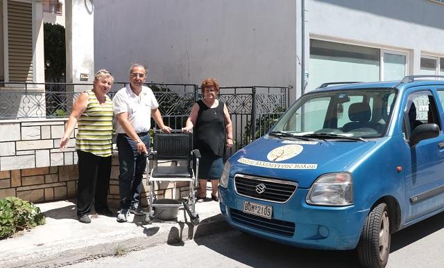 Δωρεά αμαξιδίου μέσω του Ροταριανού Ομίλου Βόλου