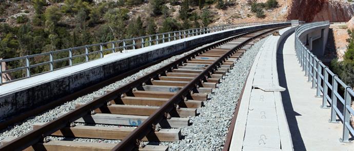 Εκτροχιασμός τρένου κοντά στη Λάρισα. Κλειστή η γραμμή