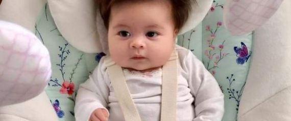 Αυτό το μωρό έχει σίγουρα πιο πυκνά μαλλιά από εμάς