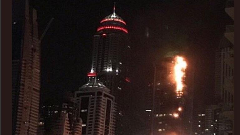 Μεγάλη πυρκαγιά σε ουρανοξύστη του Ντουμπάι