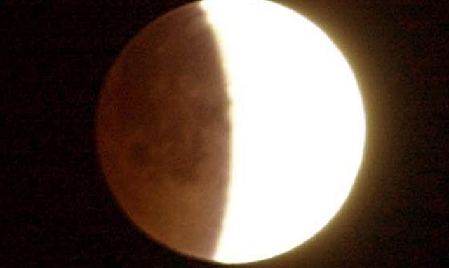 Ουρανός -υπερθέαμα: Πανσέληνος και μερική έκλειψη Σελήνης τη Δευτέρα