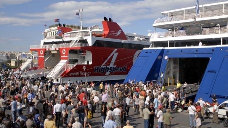 Αυξημένη η κίνηση στα λιμάνια λόγω της εξόδου των αδειούχων του Αυγούστου