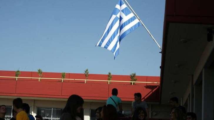 Τέλος ο εθνικός ύμνος με την έπαρση της σημαίας