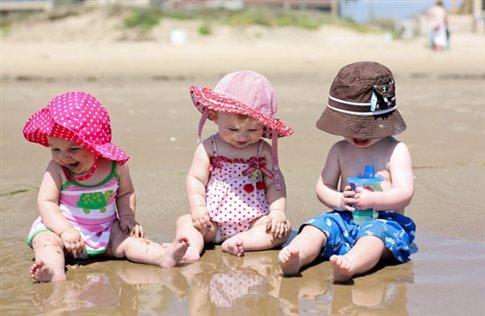 Όχι αντηλιακά σε βρέφη πριν την ηλικία των έξι μηνών, λέει ο FDA