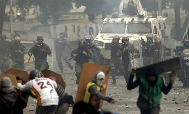 Αντόνιο Λεντέσμα: Να σταματήσει η ελληνική κυβέρνηση να στηρίζει την τυραννία Μαδούρο