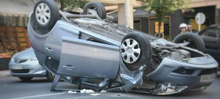 Αυτοκίνητο τούμπαρε στο κέντρο της Θεσσαλονίκης [εικόνες]