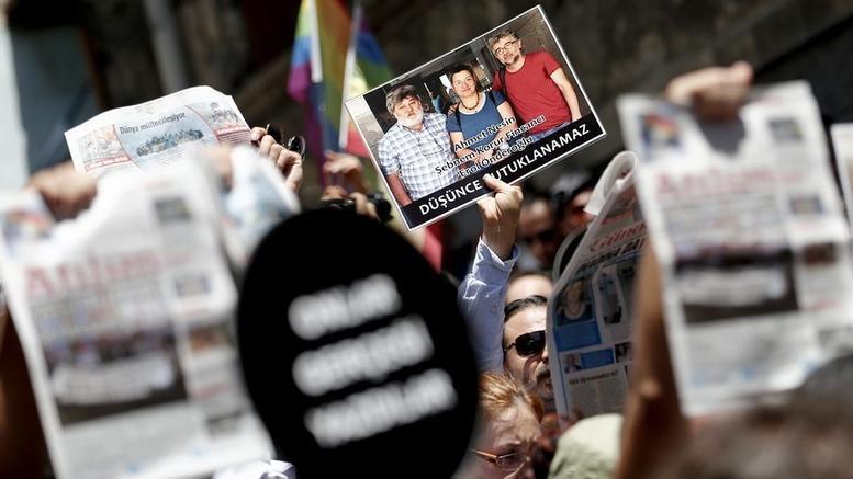 Επιχείρηση των τουρκικών αρχών και συλλήψεις δημοσιογράφων
