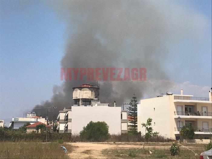 Σε εξέλιξη φωτιά στην Πάτρα. Απειλείται οικισμός στην Πρέβεζα