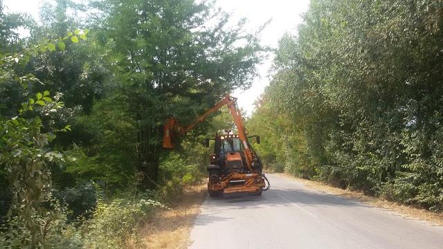 Κοπή χόρτων στο οδικό δίκτυο από την Περιφέρεια Θεσσαλίας