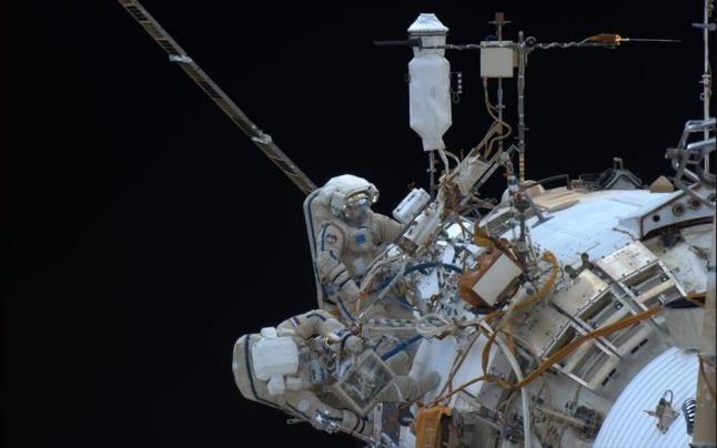 Πόντιος κοσμοναύτης σε διαστημικό «περίπατο»