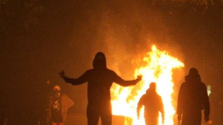 Νέες επιθέσεις με βόμβες μολότοφ τη νύχτα στο Πολυτεχνείο