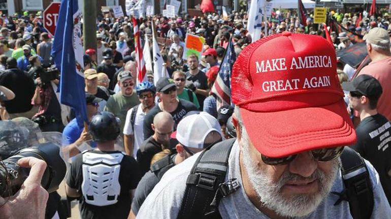 Το FBI ερευνά την ρατσιστική βία στο Σάρλοτσβιλ