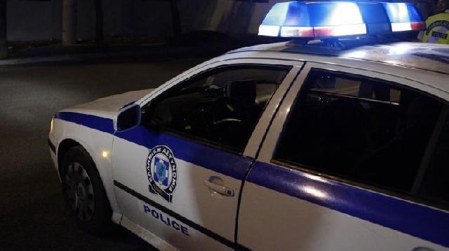 Συμμορία νεαρών «ρήμαξε» αυτοκίνητα λουόμενων. Έκλεψαν πάνω από 5.000 ευρώ