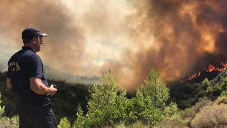 Εφιαλτική αναζωπύρωση στην Ηλεία - μάχες με τις φλόγες σε τρία μέτωπα