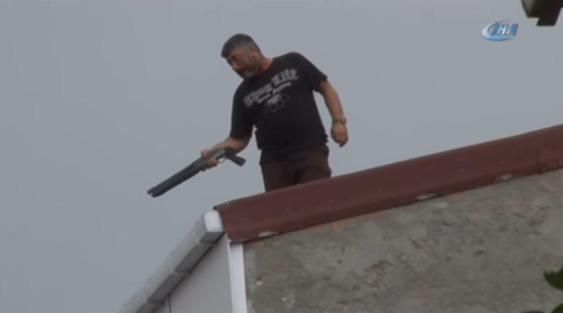 Τουρκία: Άνδρας πυροβολεί διερχόμενα αυτοκίνητα από ταράτσα κτιρίου