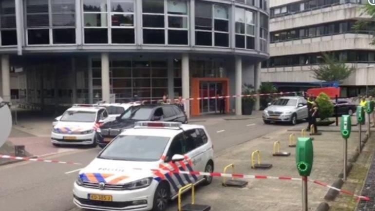 Αίσιο τέλος στην ομηρία σε ραδιοφωνικό σταθμό της Ολλανδίας. Χειροπέδες στον δράστη