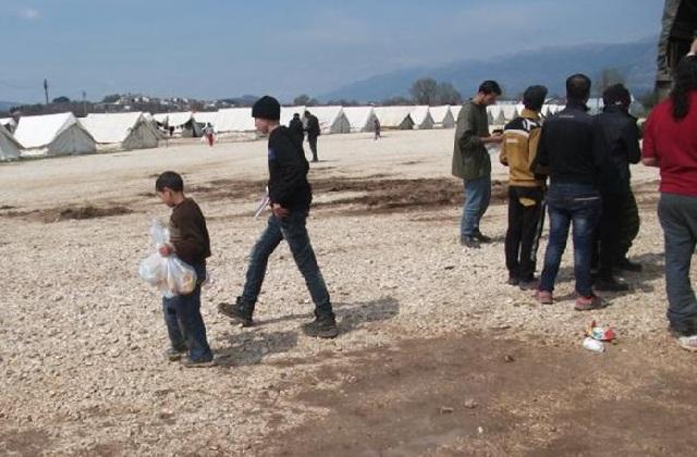 Καθιστική διαμαρτυρία προσφύγων και μεταναστών σε κέντρο φιλοξενίας στα Διαβατά