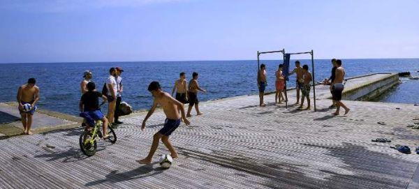 Kύπρος: Ιστορικό ρεκόρ τουριστών τον Ιούλιο - Πάνω από μισό εκατομμύριο