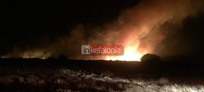 Μεγάλες φωτιές στην Κεφαλονιά. Ξεκίνησαν οι ρίψεις νερού