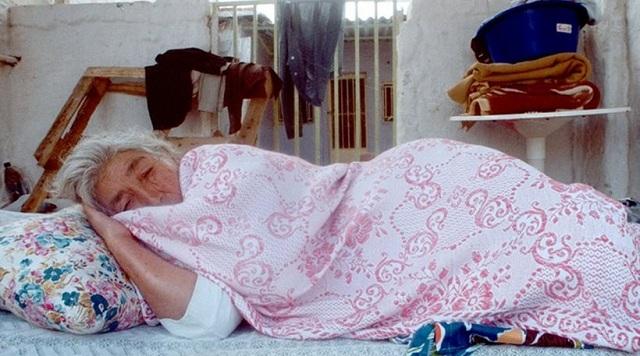 Κρήτη: Έβαλε κάμερες και είδε την ανήμπορη μητέρα της να κακοποιείται