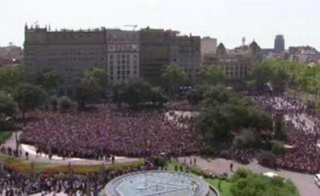 Χιλιάδες άνθρωποι στη Βαρκελώνη φώναξαν «δεν φοβόμαστε» ενάντια στην τρομοκρατία
