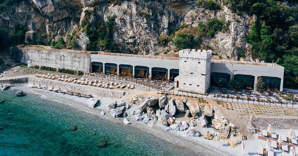 Έλληνας ξενοδόχος μετέτρεψε γαλαρία 100 ετών στον Πλαταμώνα σε καφετέρια