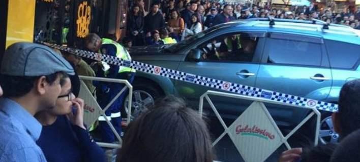 Αυτοκίνητο έπεσε σε πεζούς στο Σίδνεϊ - Εξι τραυματίες