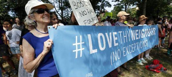 40.000 διαδήλωσαν κατά του ρατσισμού στο κέντρο της Βοστόνης: Ναζί, γυρίστε σπίτια σας