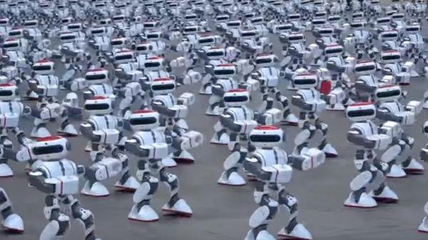 Κίνα: 1.069 ρομπότ σπάνε το ρεκόρ Guinness, χορεύοντας
