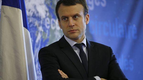 Bloomberg: Ο Μακρόν και το φάντασμα του Φρανσουά Ολάντ