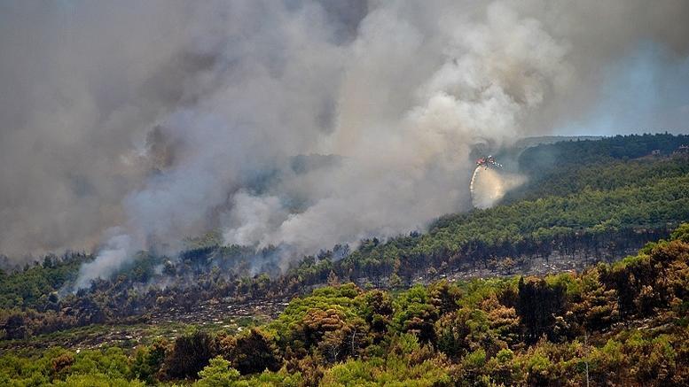 Σε εξέλιξη η πυρκαγιά στη Ζαχάρω. Νέες φωτιές στη Ζάκυνθο
