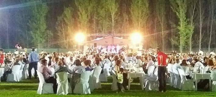 Το αδιαχώρητο σε γάμο γιου Δημάρχου στα Τρίκαλα. 3.000 καλεσμένοι γέμισαν ένα ολόκληρο γήπεδο