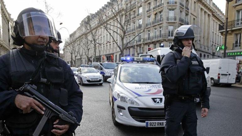 Αυτοκίνητο έπεσε σε δύο στάσεις λεωφορείου στη Μασσαλία. Ενας νεκρός