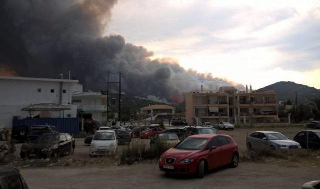 Μεγάλη φωτιά στο Σοφικό. Εκκενώθηκε παιδική κατασκήνωση