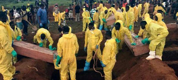 Σιέρα Λεόνε: Σχεδόν 500 πτώματα έχουν ανασύρει οι ομάδες διάσωσης μετά τη φονική κατολίσθηση