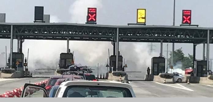 Αυτοκίνητο τυλίχθηκε στις φλόγες στα διόδια Μοσχοχωρίου [εικόνες]
