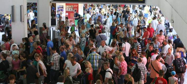 Αναστάτωση από άγνωστο άνδρα στο αεροδρόμιο Ηρακλείου. Πέταξε πυροσβεστήρα στο σαλόνι των VIP