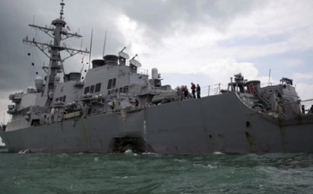 Νεκροί βρέθηκαν αγνοούμενοι ναύτες από το αντιτορπιλικό των ΗΠΑ που συγκρούστηκε με δεξαμενόπλοιο