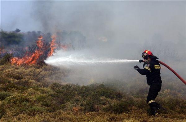 Πυροσβέστης τραυματίστηκε σοβαρά σε πυρκαγιά στην Ηλεία