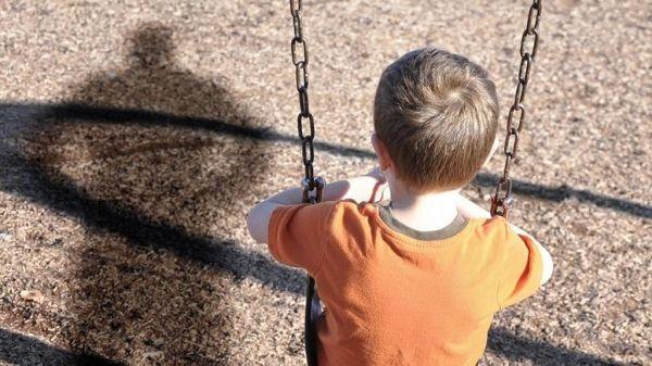 Αυξημένες οι καταγγελίες για κακοποιημένα παιδιά το καλοκαίρι