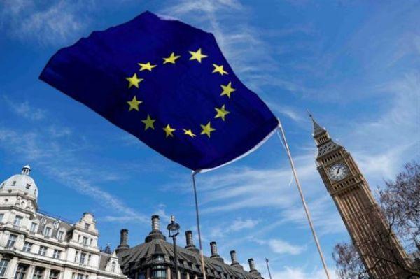 Βρετανία: Ενημέρωσε ευρωπαίους ότι πρέπει να εγκαταλείψουν τη χώρα