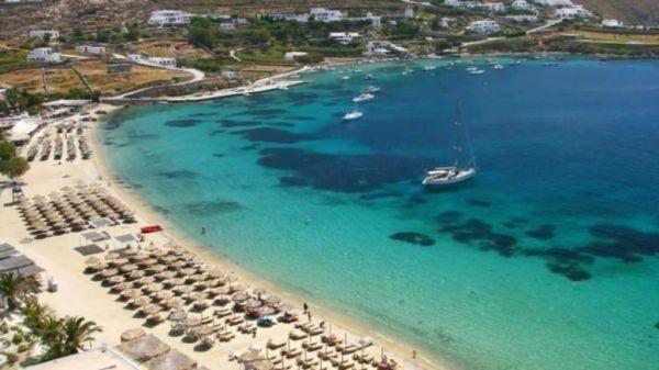 Νοίκιασαν την παραλία της Ψαρούς στη Μύκονο 384.000 ευρώ για 3 χρόνια