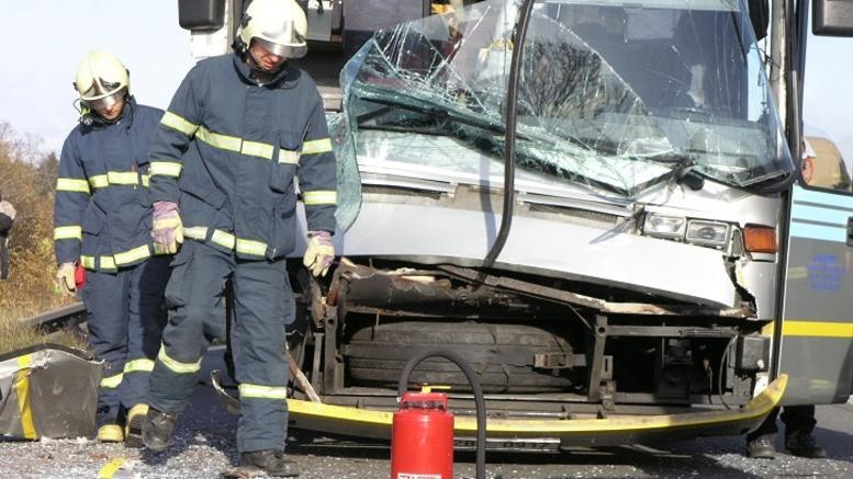 Τουλάχιστον 14 οι νεκροί από πτώση λεωφορείου στη θάλασσα στη Ρωσία