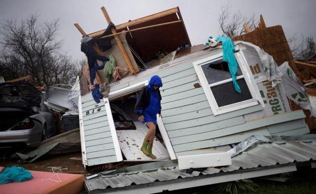 Τυφώνας Χάρβεϊ: Δυο νεκροί και ανυπολόγιστες καταστροφές. Συγκλονιστικές οι εικόνες