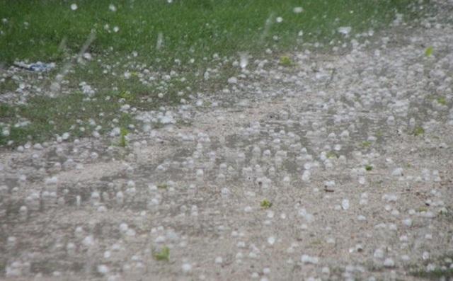 Ξεκίνησε η κακοκαιρία. Πλημμύρες στα Γρεβενά, ζημιές από το χαλάζι στην Καστοριά