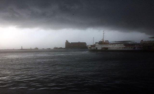 Σφοδρή κακοκαιρία πλήττει την Κωνσταντινούπολη