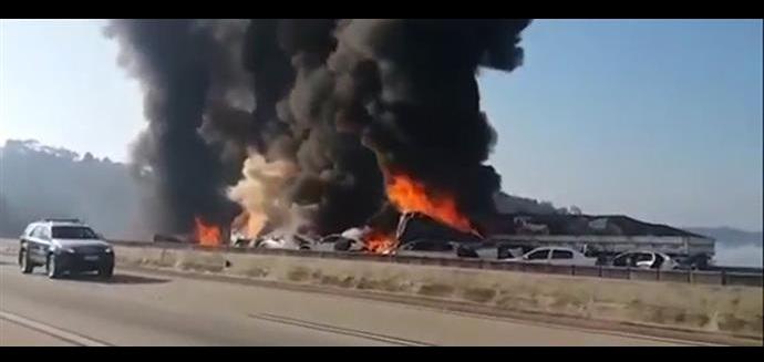 Φονική καραμπόλα 36 οχημάτων στην Βραζιλία [εικόνες]