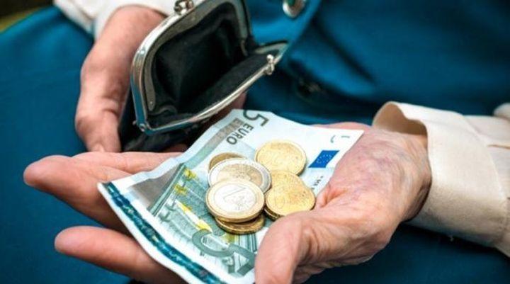 Κόβεται το ΕΚΑΣ σε χιλιάδες χαμηλοσυνταξιούχους