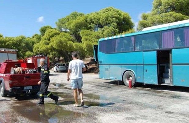 Πυρκαγιά σε εν κινήσει λεωφορείο έξω από τη Λάρισα
